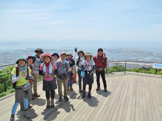 そして掬星台へ バックには、神戸市街と大阪湾