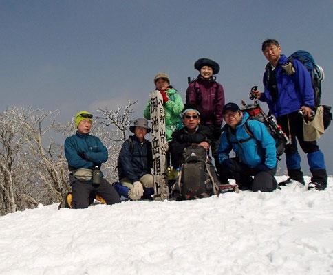 御池岳山頂で記念撮影