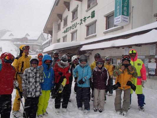 一日目の朝の一の瀬スキー場です