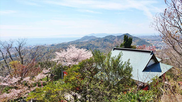 荒熊神社裏からは淡路島、明石海峡大橋も見えました