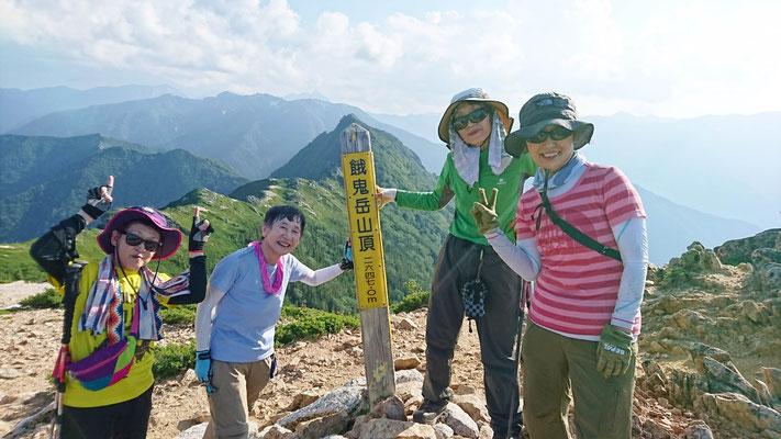 16:30ようやく餓鬼岳(2,647.2m)山頂に着きました。