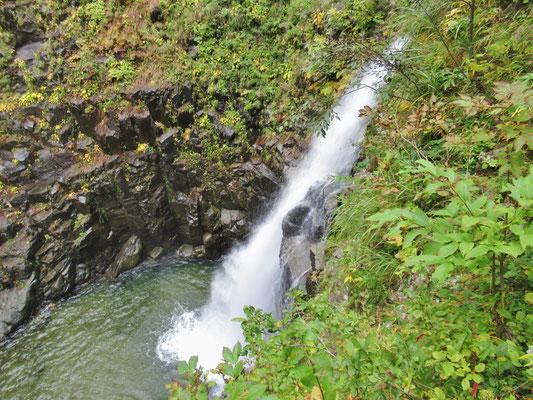 第三の滝、 第二の滝へと進みます