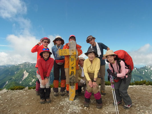 9時55分,針ノ木岳(2,820.6m)山頂に立つ