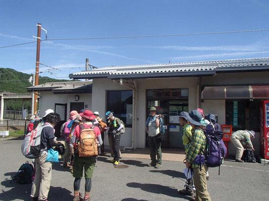 朝9時、余呉駅に集合です。