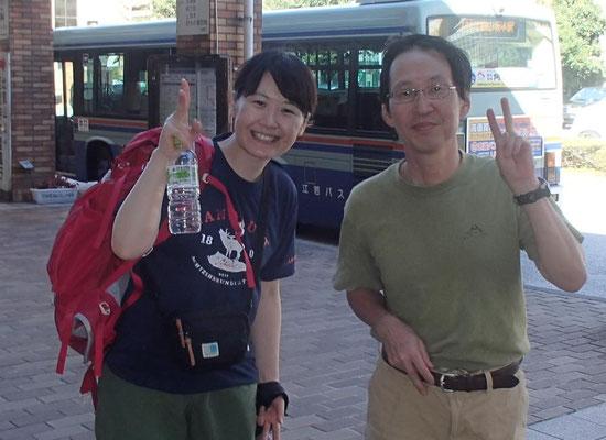 一緒に下山してきた女性と堅田駅にて