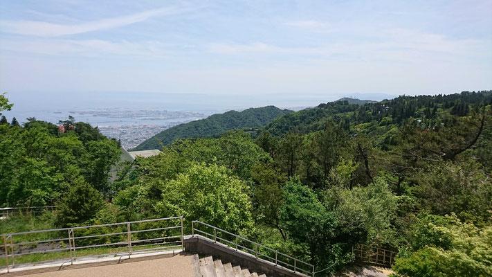 記念碑台からの神戸港遠望