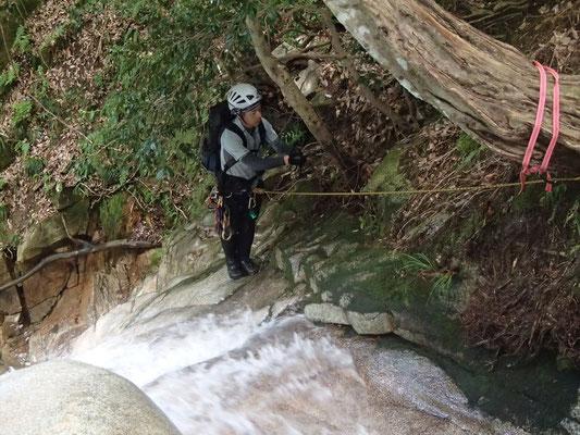 10m滝を登るN田