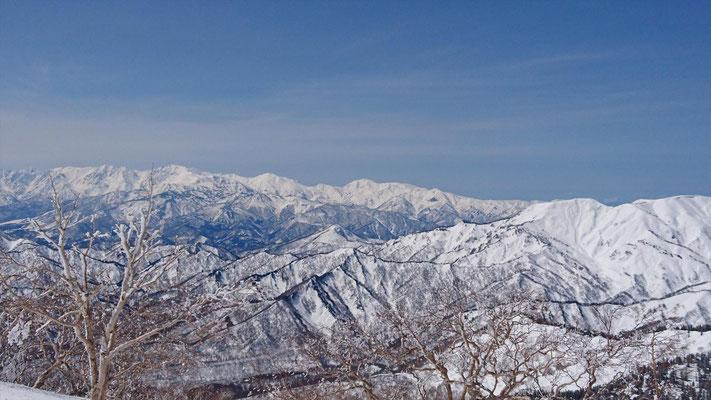山頂から北アルプスの山々