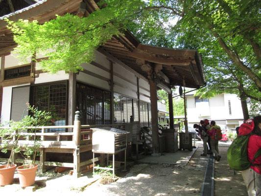 塩尾寺(えんぺいじ)に到着 ここからは、舗装路歩きです