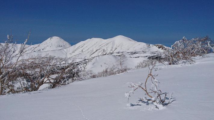 三田原山山頂から焼山、火打山