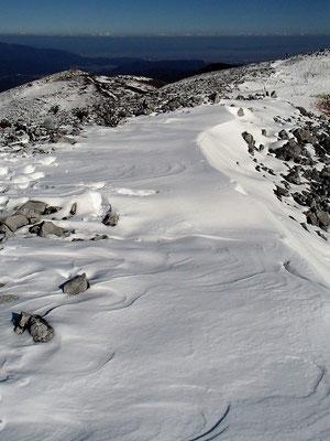 霊仙山からの下山の時もきれいな雪を踏みしめて