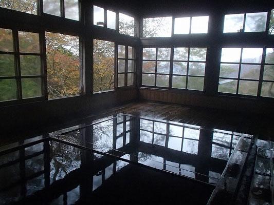 大黒屋の大きな方の温泉内風呂です。