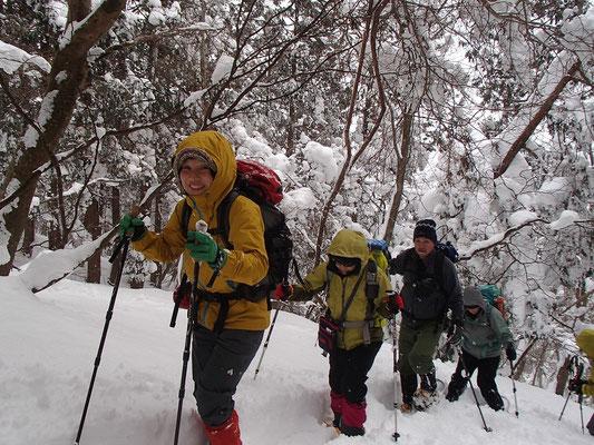 しんどい登りも雪の上だと、なんだか楽しい