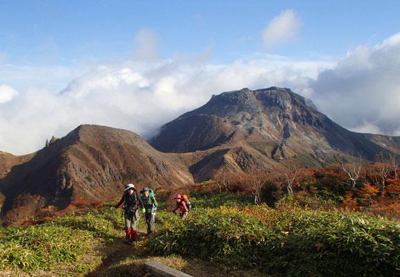 ここが隠居倉岳山頂です。