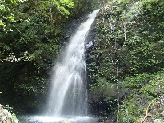 ヘク谷最大の18M滝