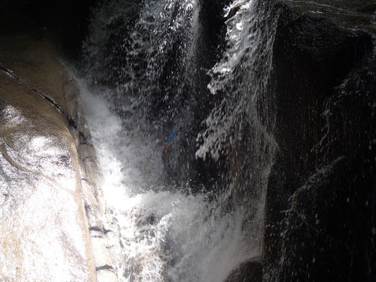 泡滝を攻めるK坂