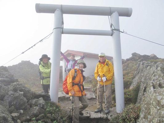 山頂の恵山大権現神社です