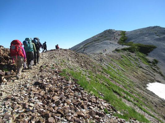 小蓮華山へと二重山稜をゆく