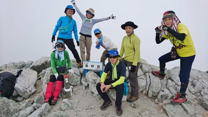 9/13 真砂岳山頂(2,861m)にて ガスに包まれて