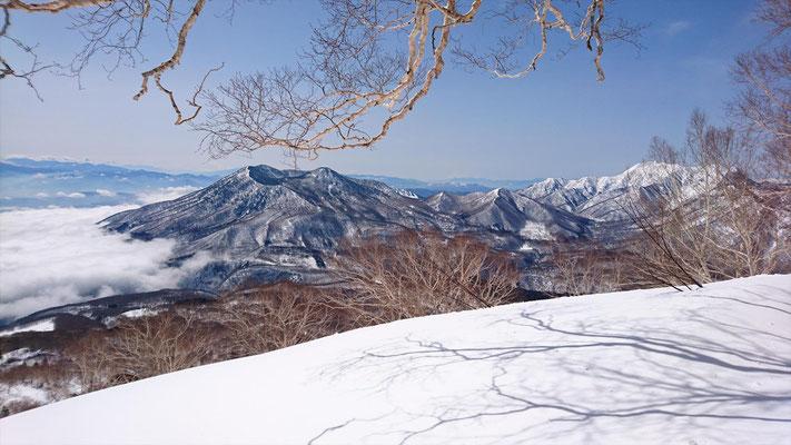黒姫山と雲海と