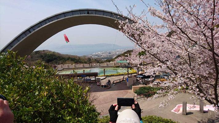 須磨浦山上遊園からは、明石海峡大橋も見える