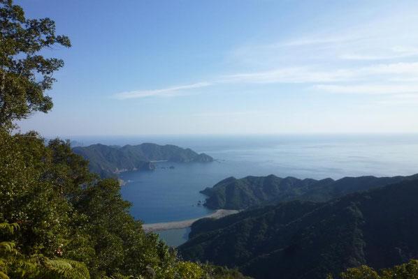 「座佐浜」と「古和浦湾」。