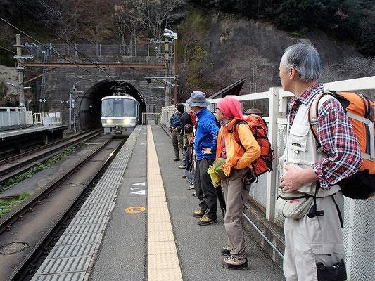 JR保津峡駅から京都駅に向かいます