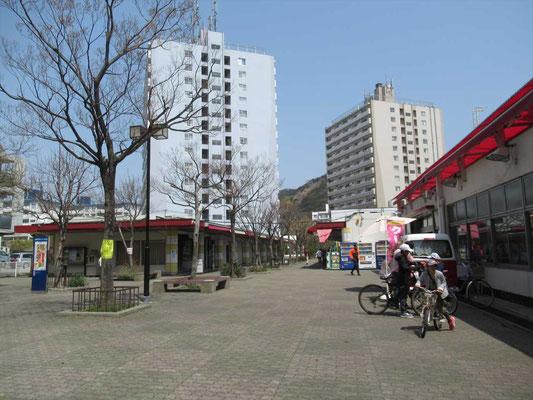 高倉台団地の中の商店街