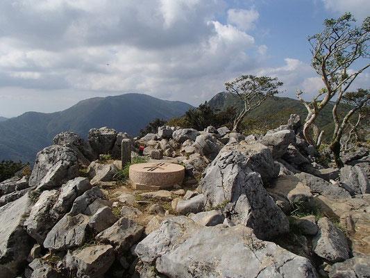 ここが藤原岳山頂