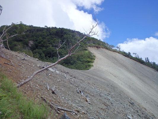 生木割山を越え、ガレ場の先には..