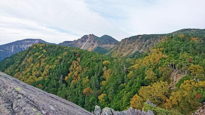 硫黄岳、天狗岳が見えてきました。