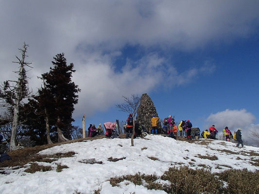 綿向き山山頂を後にし