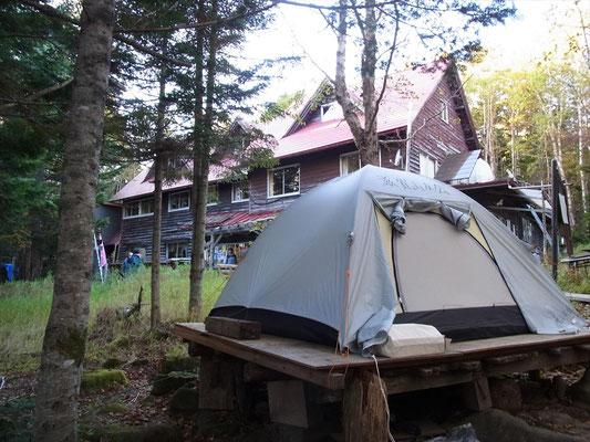 私達のテント、板代が要りますが心地良い。