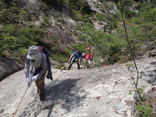 金勝アルプスは岩登りもあります