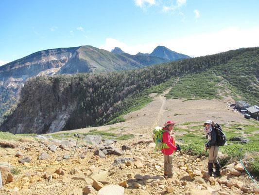 硫黄岳、赤岳、中岳、阿弥陀岳までも見えてきました。