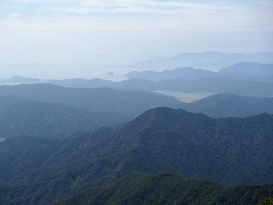 奥琵琶湖の景色がよく見えます