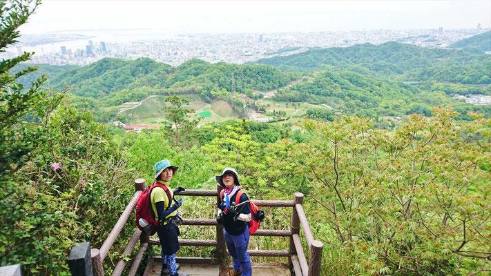 やっと眺望が利くようになってきました。 もう少しで菊水山(458.8m)です