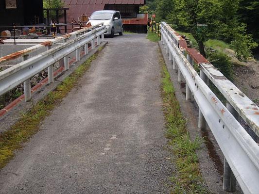 下坂下のこの橋に降りてきます
