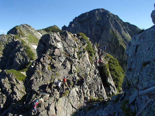 前劔を越えるといよいよ剱岳が迫ってきました。