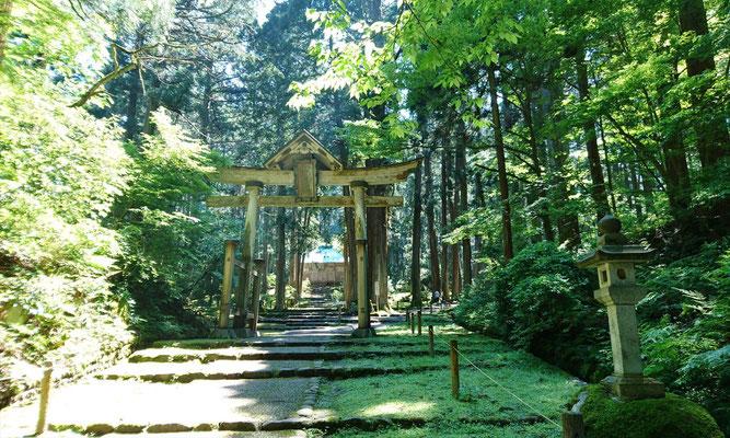 明治以前は神仏混合のお社(お寺)でした。