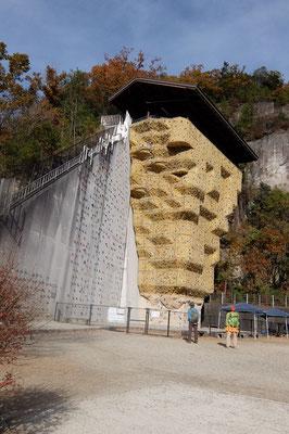 ① 巨大人工壁クライミングウオール