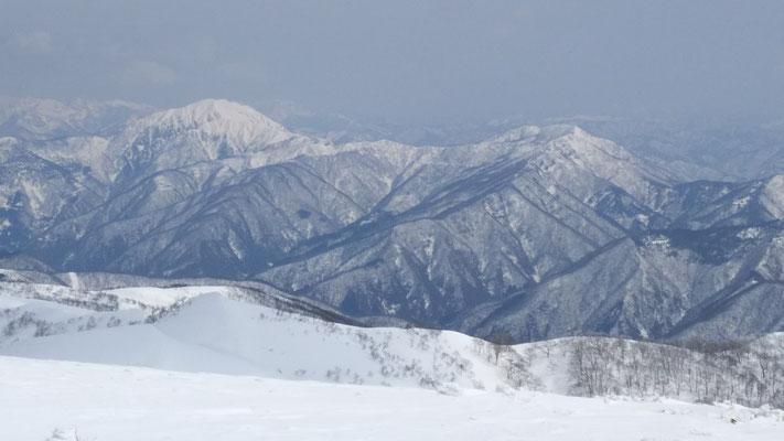 銀杏峰山頂から荒島岳、モッカ平、縫ケ原山