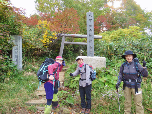 八甲田山神社の鳥居を通りスタート。直後に地震。ドキッ。