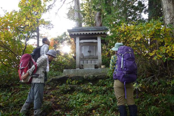 檜神宮でお祈りします。