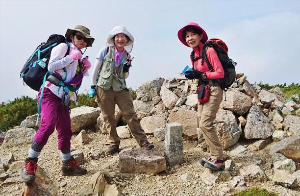 太郎山山頂(2,373m)で