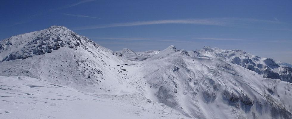 猫岳山頂から左、四ツ岳。 右、乗鞍本峰方面