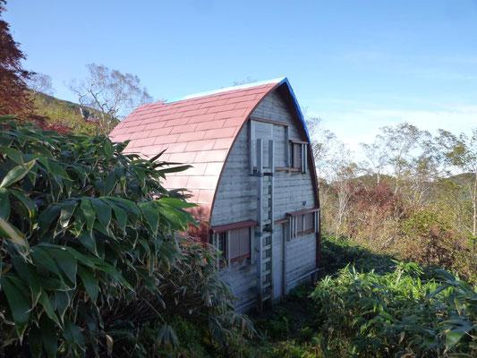 奥長倉の避難小屋。