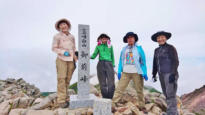 白山山頂「御前峰(2702.1m)」にて