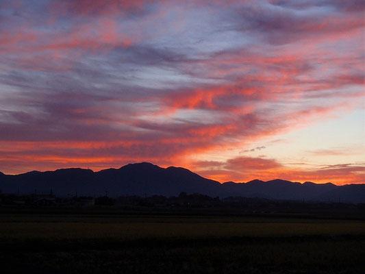 日の出前の鈴鹿の山々