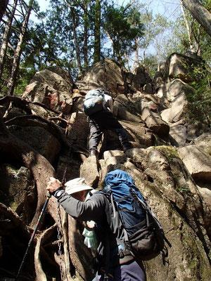 滝横の岩登り